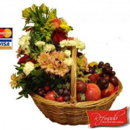 Cesta de Café da Manhã Frutas e Flores R$199,00